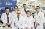 贺若蒲教授(前排左二)、杜胜望教授(前排右二)、博士生程爱芳(后排左)及研究团队成员合照。 - 香港科技大学