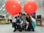 曾于修读本科课程时担任学生技术顾问的学生及毕业生︰(左起)黄清丰、曾洛晞和林颖岚 - 香港科技大学