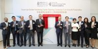 科大校长史维教授(左五)及李嘉伦博士纪念基金代表李嘉辉先生(右六),以及其他主礼嘉宾为中心主持启用仪式。 - 香港科技大学