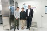 乔治.斯穆特教授(右一)及其学生 - 香港科技大学