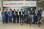 Other officiating guests include Dr. Raymond SO (second right), HKSI Director of Elite Training Science and Technology; Prof. MOK Kwok-tai(fourth right), Associate Dean of Engineering (Undergraduate Studies) of HKUST; LEE Wai-sze (fifth right), HKSI elite cycling athlete; Mr. YEUNG Tak-keung (middle), Commissioner for Sports; Mr. LEUNG Hung-tak (fifth left) , Chairman of the Cycling Association of Hong Kong, China; Mr. Tony Choi (fourth left), HKSI Deputy Chief Executive; and Mr Shen Jinkang (third left), HKSI Head Cycling Coach attended the ceremony in support of the collaboration. - 香港科技大学